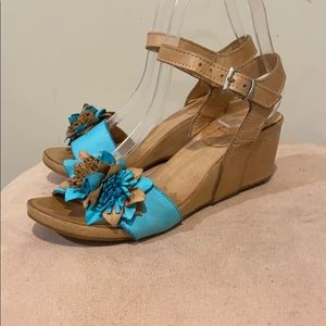 Bueno leather wedge sandal in size EU 37 US 6.5